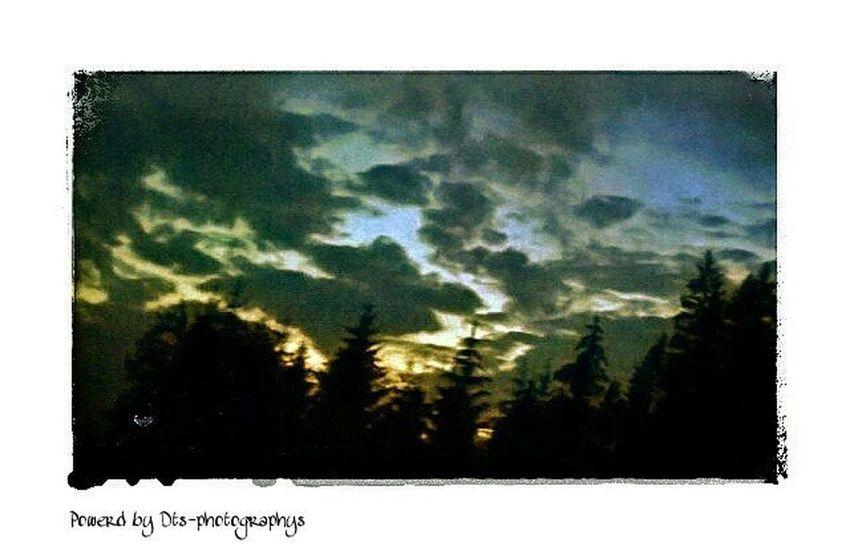 1.1 Sonnenuntergang mit dynamischen Wolken Cloud Photofrommyfriend Photoshop Bestphoto Photooftheday Haschtag Besterfotograf Benjaminjaworskyj Bj Likeapro Like4like Likeit Likeforlike L4likes Lovelikers Mussjetztlos Freuteuchaufdieneuefotoserie Kommendemnächst