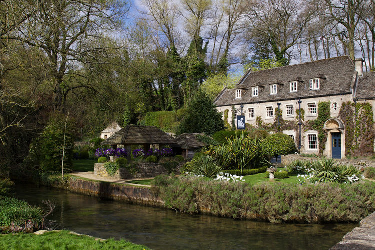 The Swan Hote, l Bibury Architecture Architecture Architecture_collection Bibury Building Building Exterior Buildings Built Structure Cotswold Cotswolds Cotswoldvillages Cottage England Hotel House Nature Outdoors River Scenics The Swan Hotel Tourism Waterfront The Great Outdoors - 2017 EyeEm Awards