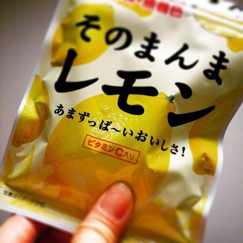 モグモグ。 朝と昼食べすぎたから。 今日の晩御飯はお白湯~♪ でもお腹やや空くんだなぁ ( ´△`)ペゴパー… そのまんまレモン 美味しい(*´-`) そのまんまレモン 美味しい 배고파
