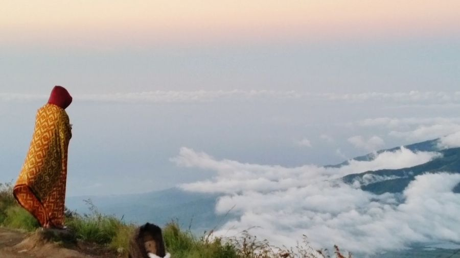 A prayer over the clouds Photography Art Mountainrinjani INDONESIA First Eyeem Photo The Traveler - 2015 EyeEm Awards Mybestphoto2015 The Great Outdoors - 2017 EyeEm Awards