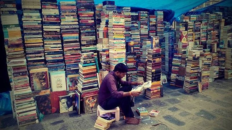 Reading...... Picoftheday Read Dnd Roadside Click Morning Newspaper Shopkeeper Cheapcamerachallenge To  Read To  Fly Stevemccurry Awesome Loveit Lenovoclicks Instagood Dailypost GoodTimes For Capture This Moment Instadaily tylenovo