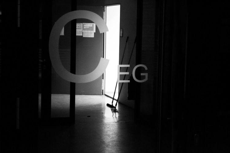 Besen Communication Day EG Erdgeschoss Indoors  No People Putzen Sunlight Wischer Wischmop EyeEmNewHere