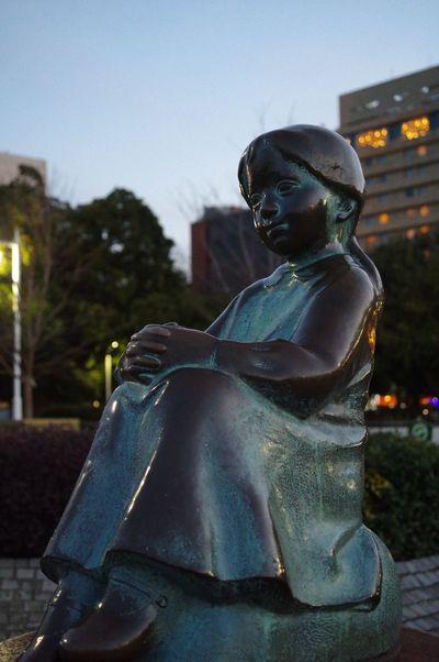 PENTAX KP ISO6400, f/4, SS 1/80 sec. Pentax Little Girl With Red Shoes On Bronze Statue Bronze Statue I ❤️ Yokohama. The Purist (no Edit, No Filter) EyeEm Best Shots Snapshot Taking Photos Walking Around お写ん歩