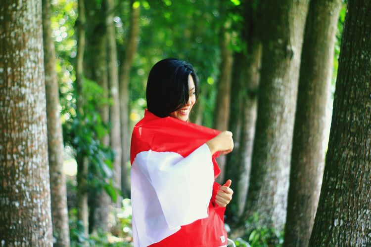 Indonesian Nature Calm Flag Tree Forest Red Multi Colored Women Portrait EyeEmNewHere