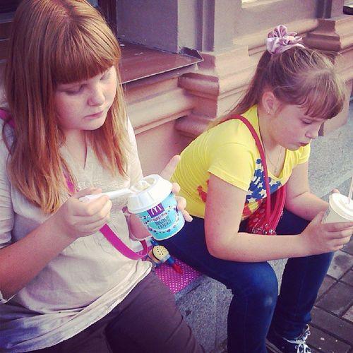 Выгуливаю малых :) September Girls Kids Fun weekend sisters coffeebox mcdonald's