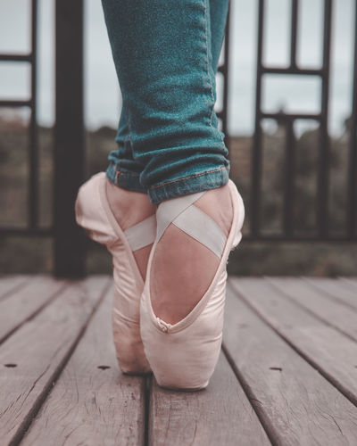 Ballet for your life One Person Real People Focus On Foreground Lifestyles Women Ballet Studio Ballet Dancer Ballet Shoes Pointe Shoes Pointe  Girly Ballet Life Ballet Pose Ballet Inspiration Ballet Photography Ballet Photoshoot Ballet Class Dance Photography Dancelife Outdoor Ballet