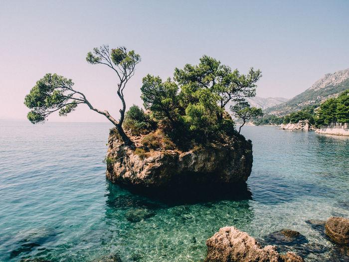 Brela Beach Beauty In Nature Calm Croatia Green Color Idyllic Lake Lakeshore Majestic Mountain Nature Non-urban Scene Outdoors Rippled Rock Formation Scenics Sea Seascape Sky Tourism Tranquil Scene Tranquility Tree