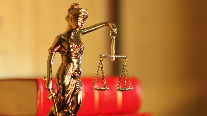 Balance Balanza Book Books Close-up Cobre Coper Focus On Foreground Goddess Of Justice Jusitice Justicia Law Lawyer Leyes Mazo