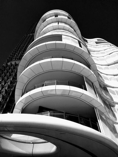 Black And White Daylight Luxury Balcony Tourism Wall Residential Building Outdoors Outdoor Photography Daylight Travel Photography Façade Blackandwhite Photography Architectural Detail Sydney Australia City Modern Architecture Sky Built Structure Tall - High Spire  Tower Urban Skyline Skyline Curve Cityscape Residential Structure