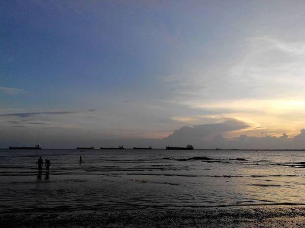 Menjelang Senja  ... di sisi barat Balikpapan Lenovotography Sunset Balikpapanku Kaltim Pocketphotography Photooftheday Photostory Lzybstrd