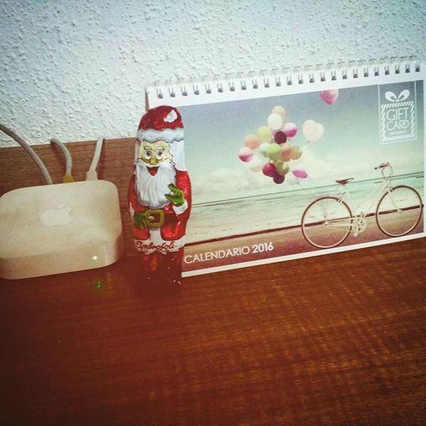 Un loquillo el viejo pascuero Instachile Instaphoto Instamoment Work Christmas Xmas Santa Viejopascuero Chile Delorigen Endoftheday Navidad Santiagodechile Sinpicarse