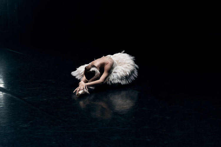 Ballerina White Swan Lake beautiful on stage | First soloist of Czech National ballet Nikola Márová Czechnationalballet Firstsoloist Nikola Marova #Whiteswan #balet #ballerina #ballerinaonstage #ballerinaposter #ballerinaprint #ballerinaswanlake #ballerinawithtutuskirt #balletto #czechballeri #pointeshoes #poster #printout #tutuskirt #whiteballerina Ballet Ballet Dancer Beautiful Woman Beauty Dancing Elégance Lying Down One Person Performance Stage