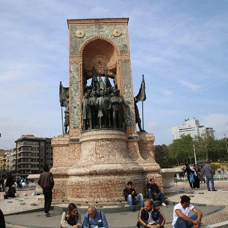 Taksim Istanbul Beyoğlu Atatürk park heykel meydan architecture mimari turkey turkiye