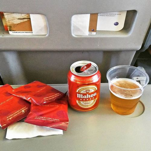 Nais! @Iberia_en was so kind to serve me a complementary beer. Customer service at its best! 👍 Fernprost Beertweet 🍻 Flyingmuc Nonstopme