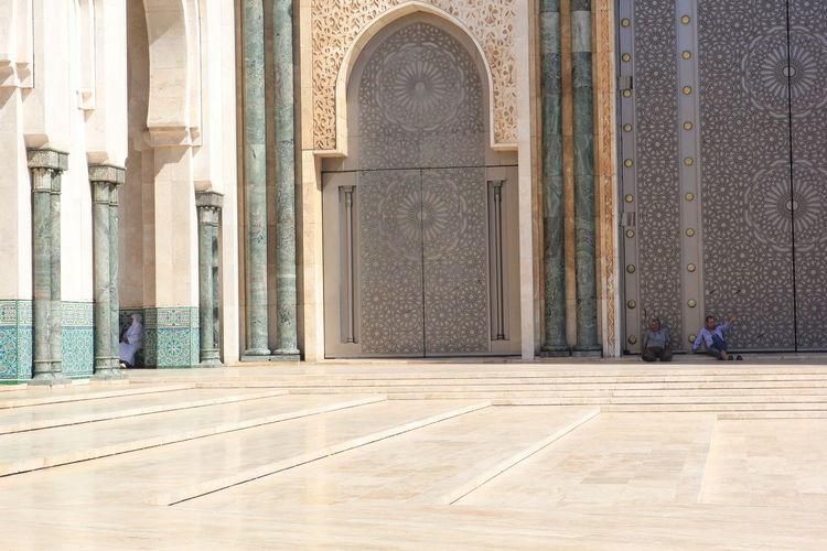 An amazing Texture of Architecture from the city of Casablanca, Morocco y.s Casablanca Casablanca, Morocco CasablancaStreets Morocco Morocco 🇲🇦 MoroccoTrip Adult Arch Architectural Column Architecture Building Building Exterior Built Structure Day Door Entrance Flooring Full Length History Marble One Person Outdoors Place Of Worship Religion The Past