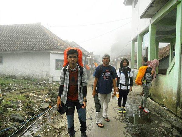 Butuh satu langkah untuk menapaki ribuan langkah. Mari melangkah menuju Atap Jawa Barat. 🗻 pendakian Mtciremai 3078mdpl Kuningan Jawabarat INDONESIA Galeripendakiindonesia Ayodolan Pendakiindonesia EksploreIndonesia