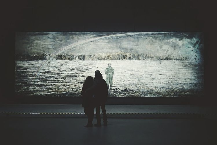 Q come Quadro   Painting Looking At Hangarbicocca Milano People Watching In The Dark Showcase March EyeEm Italy  