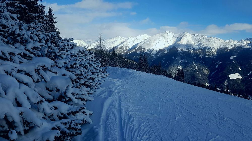 Mountain Snow Cold Temperature Snowcapped Mountain Beauty In Nature Nature Mountain Range Winter Cloud - Sky No People Tree Scenics Landscape Sky Day Outdoors Frozen Snow ❄ Wintertime Beauty In Nature Bright Winter Nature Weather Skiing 🎿