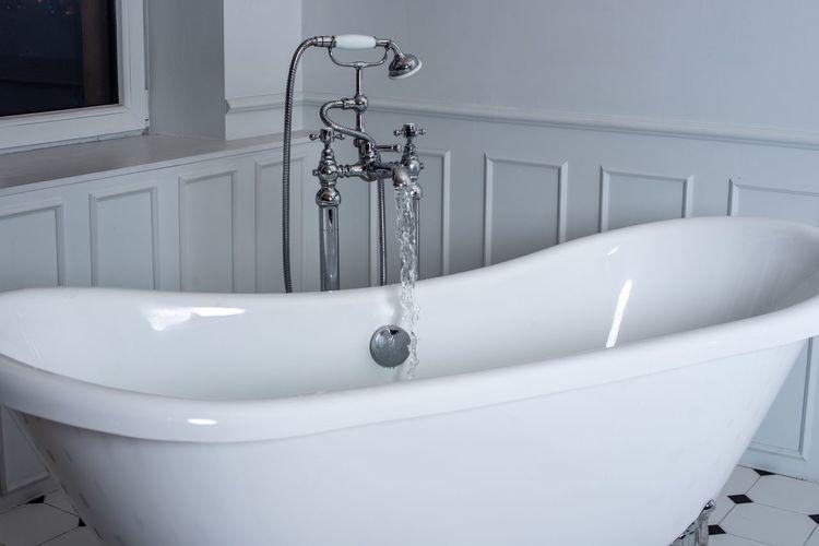 fancy bathtub