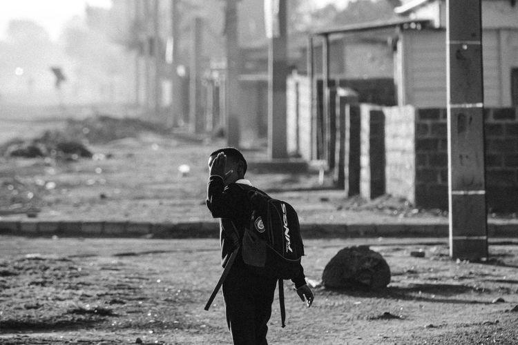 """go learn youth"" Southafrica Canon Createlove Portraitsofsa EyeEm Streetphotography Streetphoto_bw Blackandwhite Blackandwhite Photography Youth Youth Of Today Men Sport"