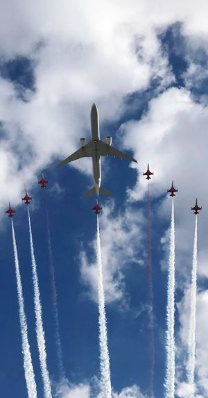 Turkey Istanbul Thy Turkish Stars Turkish Stars Air Show Turkish Airlines Airplane Cloud - Sky Air Vehicle Sky Flying Low Angle View Airshow Plane Teamwork Fighter Plane