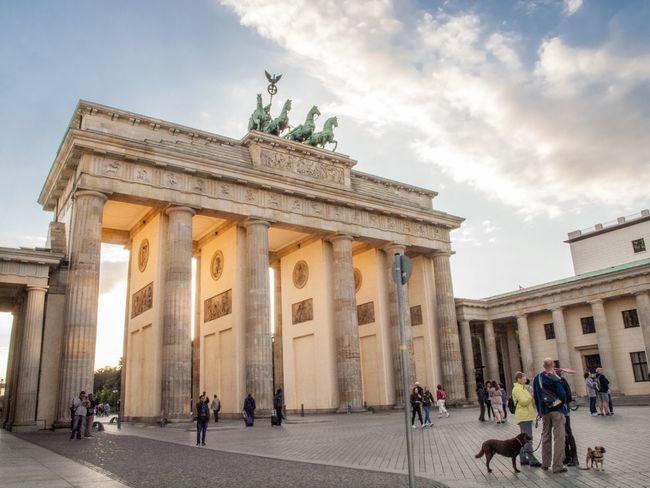 Sightseeing Brandenburger Tor Brandenburg Gate Berlin Berliner Ansichten Berlin Photography Visitors Tourist Attraction