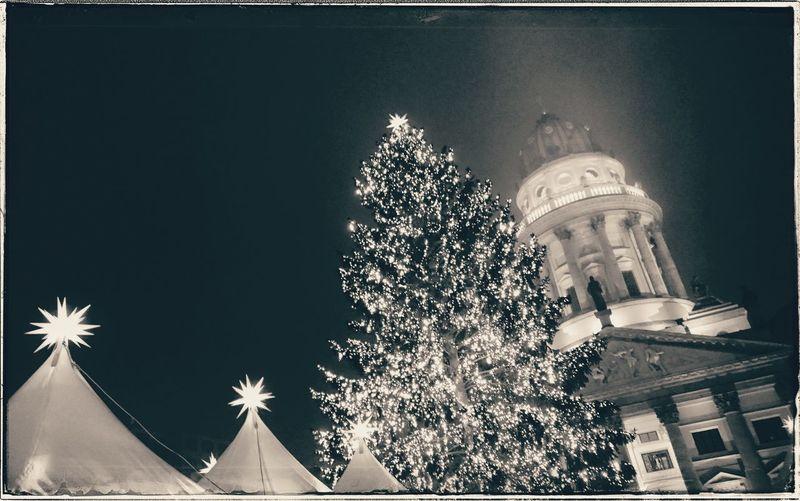 Manchmal muss es eben Weihnachtsmarkt sein Xmasmarket Xmas Christmas Christmas Decoration Celebration Architecture Building Exterior No People Night Built Structure City Dome Outdoors Sky Berliner Ansichten Berlinstagram