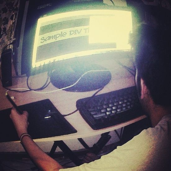 My young broh is showing me some Mad Talents - he's making me my own personal WEBSiiiiTE -yeaaaah, now thats Rockin