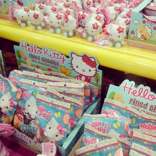Kitties made my day ;) Candyholder Biscuits Kittyfpod Hellokitty igers instagramers