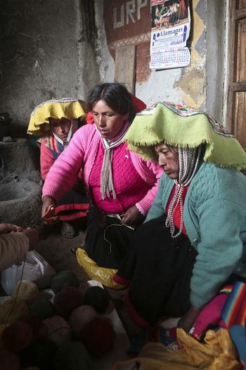 Hat Peru Peruvian Clothes Peruvian Culture Peruvian Peruvian Costume Peruvian Culture Peruvian Hat Peruvian Weaver Peruvian Woman Quechua Quechua Culture Quechua Weaver Quechua Woman South America Three Women