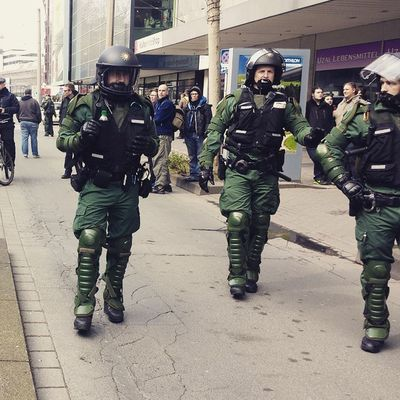 Bayrische Riotcops am Kessel Nonazisdo Antifa Tenyearslater