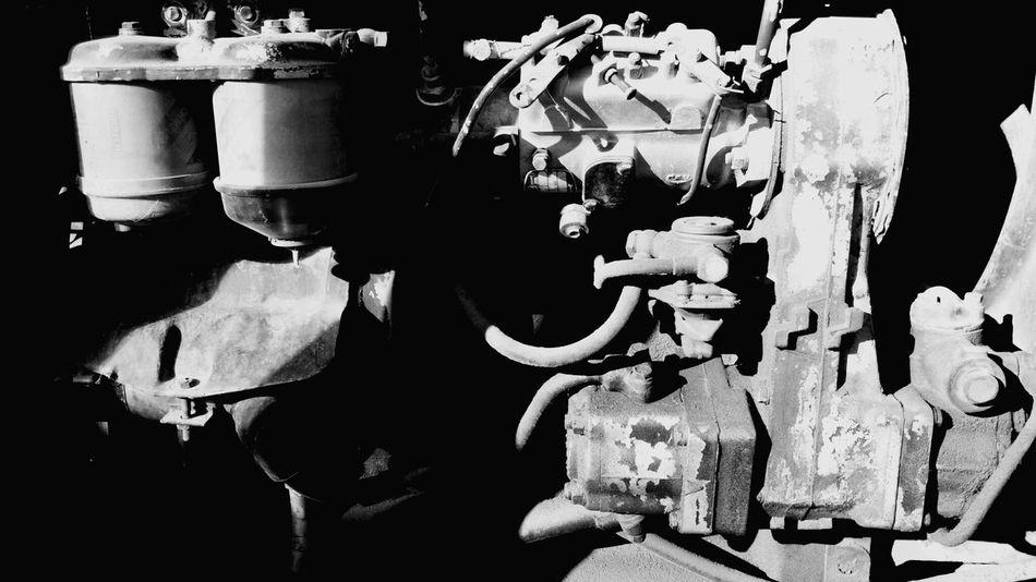 Moteur Engine Taking Photos Contraste Noir Et Blanc Black And White Vintage Cars Ballade Light And Shadow Tracteur Vintage