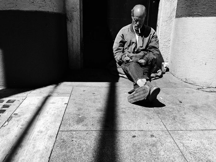 Smoking thrills. Streetphotography IPhoneography Sacramento