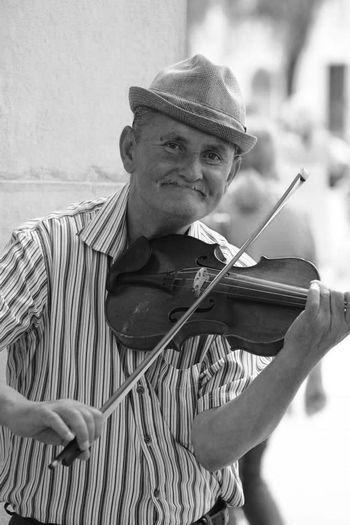Salzburg, Austria Salzkammergut Geigenspieler