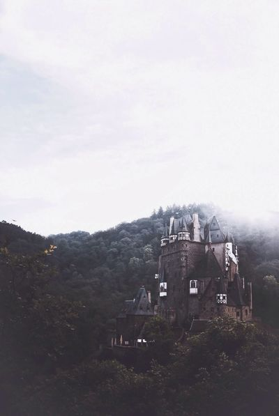 Original Experiences At Eltz Castle in western Germany // One of the most fascinating places I've been to lately! You feel like in a fairytale🙌🏻 Landscape_Collection Architecture EyeEm Masterclass Eye4photography  EyeEm Gallery Fairytales & Dreams Landscape_photography Travel Photography Summer Views Fog Nature_collection Nature Photography