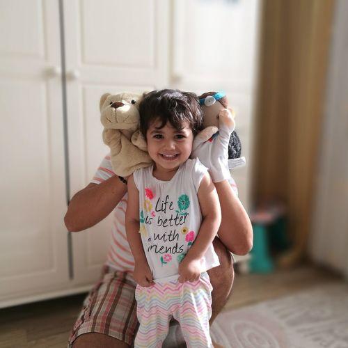 EyeEm Selects Smiling Child Laughing Cheerful Mydaughter Happiness Fun Handpupet Beauty Kızım HuaweiP9