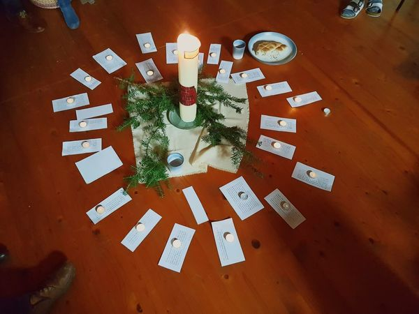 Human Foot Religion Bildfolge Candle Candle Light Light Light And Shadow Advent Bible Verses Bible Religion And Beliefs Religious Ceremony Symbols Circle Circle Of Light Circle Tannenzweig Agape