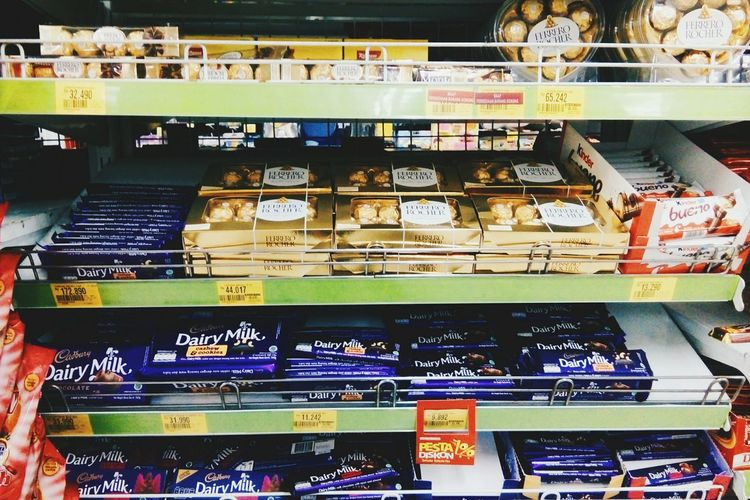 Variation Large Group Of Objects Choice Abundance Shelf Indoors  Still Life Collection Food And Drink Retail  Close-up Group Of Objects Rack Shop Arrangement Full Frame Freshness Assortment Chocolate Chocolate Time CadburyDairymilk Cadbury World Ferrerorocher