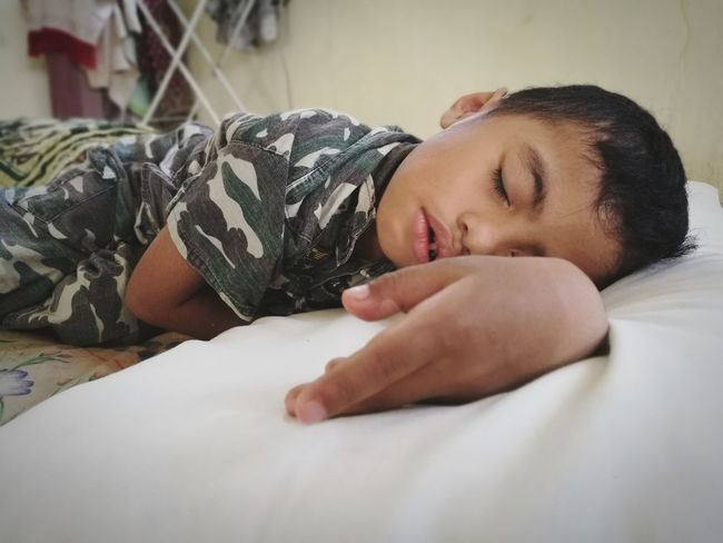 This kid is too tired Kidsphotography Childhood Child Sleeping Sleepy Tired! Bed Time Children Photography Boy Huaweiphotography Honor 8 Huawei Nap Time Nap People Photography People Indoors  Children Only