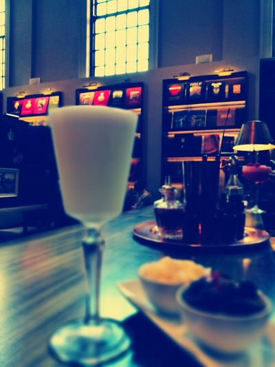 I'll have a Pisco Sour, it runs through my veins.. Cocktail Drinking Glass Piccadilly London Central Piscosour Peru Lima Brandy Luxury Books Coffeetablebook Luxurylifestyle  Luxurylife Blogger Ambience Bar