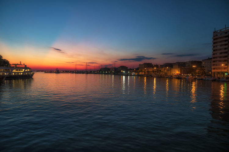 Perfect Day For A Photo!😊 Beautifulplaces Landscapelovers Ggaßler Landscapephotography Travelphoto Worldtravelpics Wonderlust Bestvacations Wonderful_places Gooutside Earthofficial Citybestpics Love Passion Sony Beauty In Nature Time Photoshoot Time To Reflect Home is Where the Art is Photooftheday Viewpoint The Great Outdoors - 2018 EyeEm Awards City Water Cityscape Sunset Multi Colored Blue Reflection Illuminated Urban Skyline Summer Waterfront Romantic Sky Lake