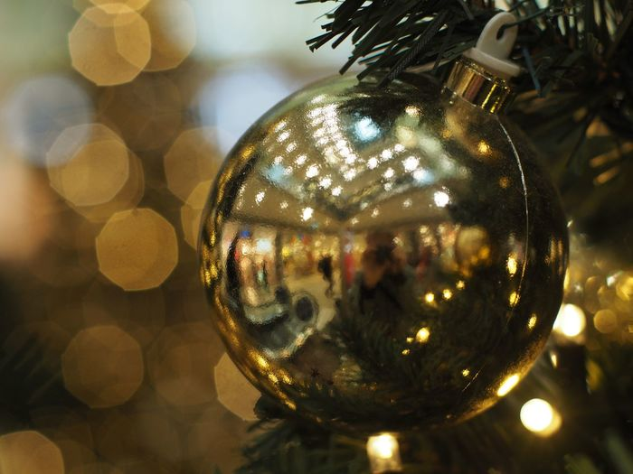 Reflection Sphere Christmas Decoration Christmas Decoration Shiny Celebration Illuminated Close-up Holiday Christmas Ornament christmas tree Indoors  Focus On Foreground Transparent No People Glass - Material Lens Flare Christmas Lights Silver Colored