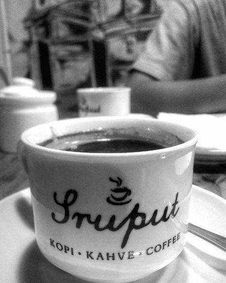 - c a r a m e l c o f f e e . . . . Kopi Coffee Caramelcoffee Kopikaramel Sruputkahve Coffeeshop WarungKopi Semarang Mobilephotography Blackandwhite Bwphotography Bwgram Hitamputih Photographcatcher Ksagamaksara