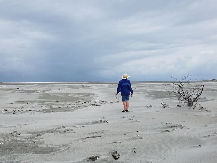 Looking for a drink EyeEmNewHere Farewell Spit Beauty In Nature Cloud - Sky Full Length Nature One Person Sand Sky Standing