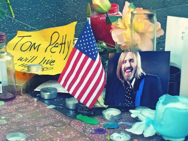 Rip RIP :( Tompetty Tompetty&theheartbreakers Tom Petty Tribute Memorial Hollywood Walk Of Fame Rocknrollstar Rock N Roll Star Freefalling HollywoodWalkOfFame Rocklegend Rock Legend Iconic Icon Runningdownadream Running Down A Dream Free Fallin' Free Falling Memorialized Memorializing