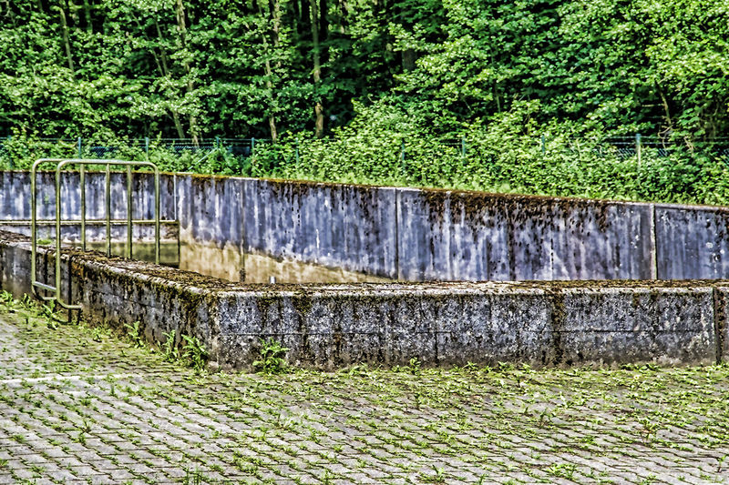 Wasser-Überlaufbecken am Hariksee Beauty In Nature Becken Footpath For_water Green Color Landscape Nature No People Outdoors Scenics Tranquility Wasserbecken überlaufbecken
