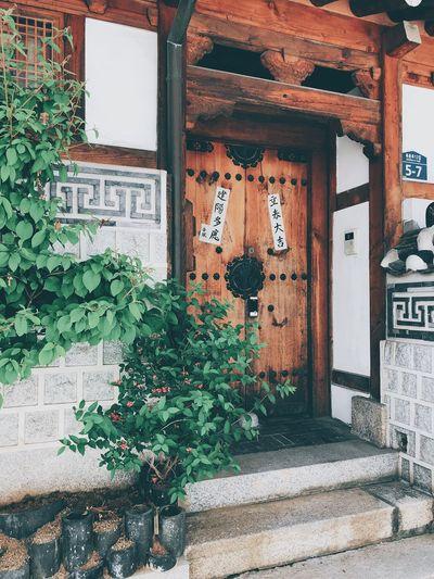 Bukchon doors