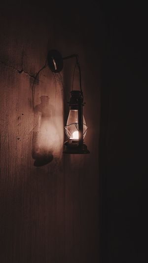 Lighting Equipment Illuminated No People Indoors  Wall - Building Feature Electric Lamp Electricity  Light Dark Still Life