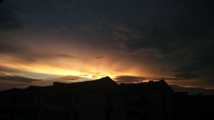 Sunset #sun #clouds #skylovers #sky #nature #beautifulinnature #naturalbeauty #photography #landscape