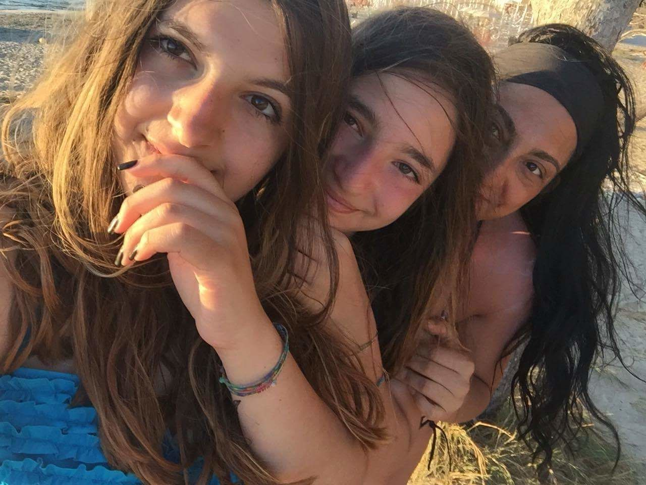 looking at camera, portrait, real people, long hair, leisure activity, lifestyles, young women, young adult, headshot, togetherness, day, beautiful woman, friendship, smiling, outdoors, close-up, people